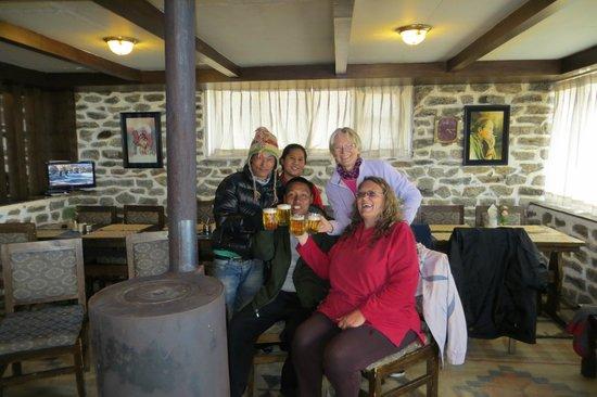Yeti Mountain Home Kongde: Cheers!