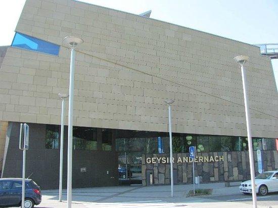 Geysir Andernach: building