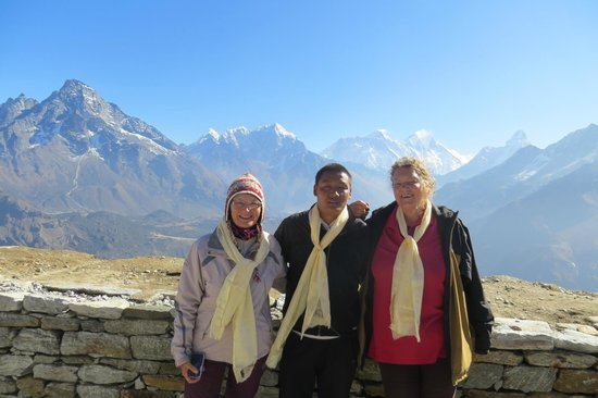 Yeti Mountain Home Kongde: Views and friendship and a scarf gift