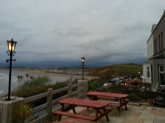 The Gaslight Restaurant and B&B: Outside seating area - view of Rossnowlagh Beach