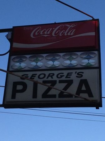 George's Pizza House: sign