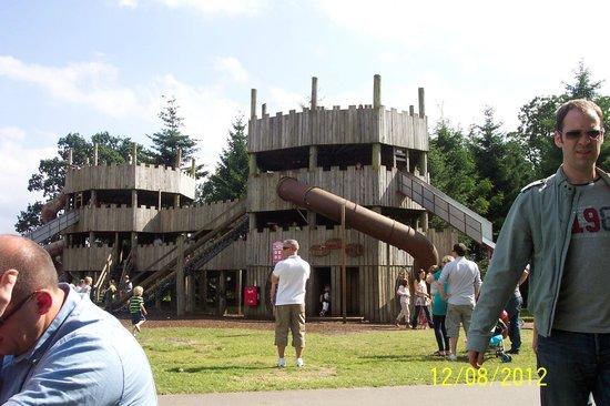 Blair Drummond Safari and Adventure Park: wooden castle HUGE