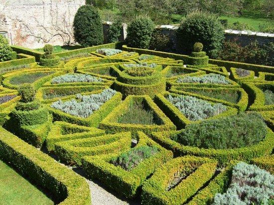 Bodysgallen Hall & Spa: Box Hedge herb garden