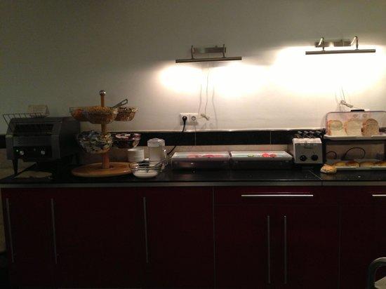 Hotel Max: Breakfast