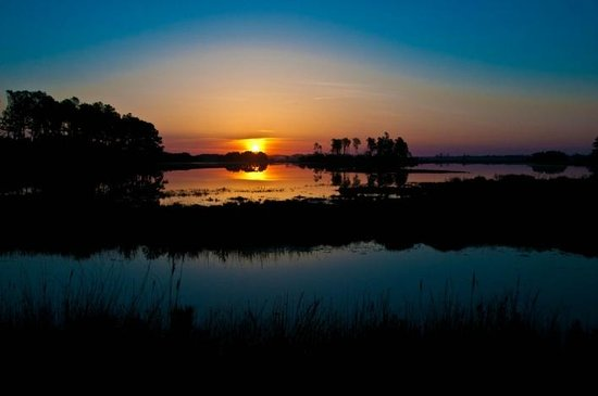 BEST WESTERN Chincoteague Island: Sunrise minutes from the hotel in the Refuge