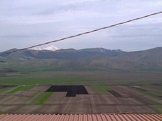 Monte Veletta: questo era quello che vedevamo dalla finestra della nostra stanza :-)