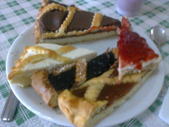 Monte Veletta: Dolci buonissimi fatti tutti in casa dalla bravissima cuoca...