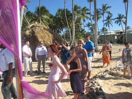 Sirenis Punta Cana Resort Casino & Aquagames: Wedding ceremonie on beach