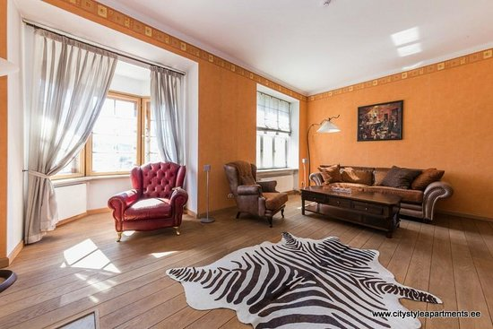 City Style Apartments : Expensive furniture