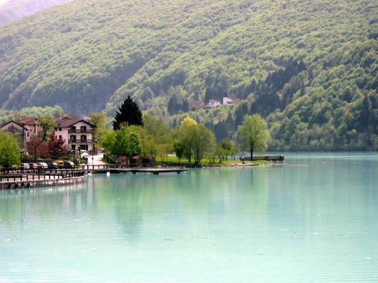Trail of Lake Barcis : Milky green lake Barcis