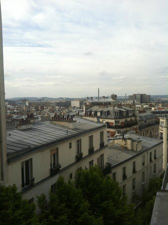 Caulaincourt Square Hostel: Views from our room
