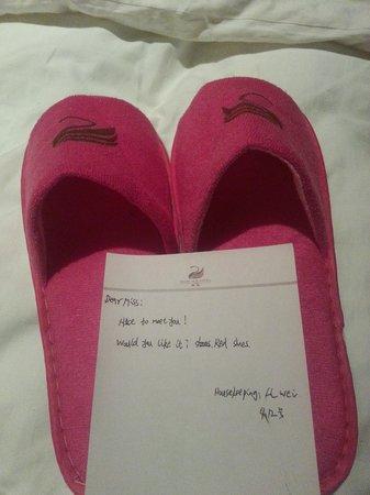Xinfusheng Xiangyun Hotel: my new slippers :)
