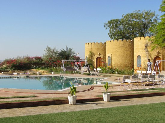 Himmatgarh Palace: Poolside cottages