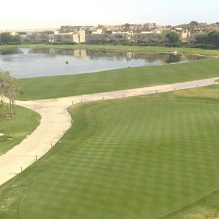 Stella Di Mare Golf Hotel, Ain Sukhna: The golf course and lake at the back of the hotel.