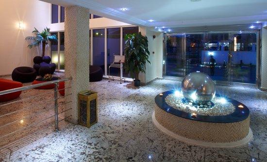 Summerset Continental Hotel: Lobby Area