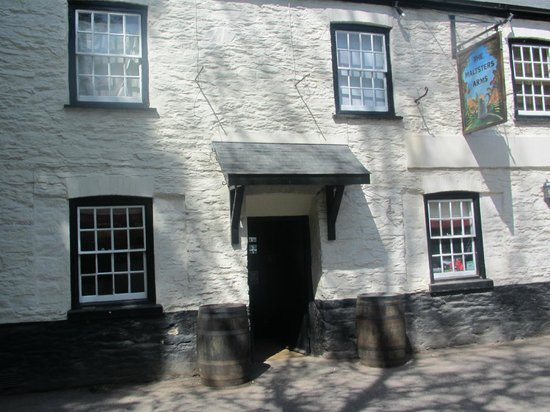 The Maltsters Arms: Front of Hotel