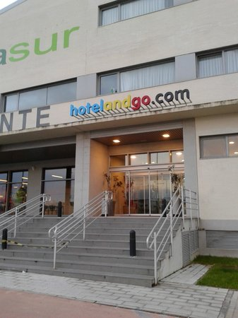 ATH Hotelandgo Arasur : Entrance to Reception
