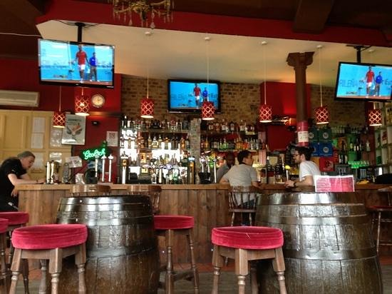 Dover Castle Hostel & Flatshares: bar at Dover castle