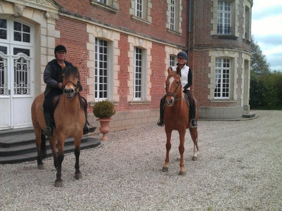 Chateau de Behen : Front of Chateau after our ride.