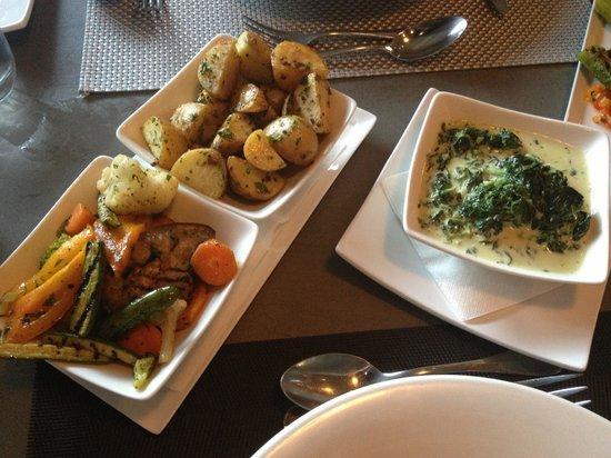 Duo Restaurant & Bar: Cream Spinach, Seasonal Veg & Roasted Potatoes
