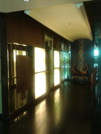 Admiral Premier Bangkok by Compass Hospitality: hall