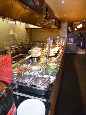 Georgie Porgies Buffet World: Georgie Porgies, stir-fry counter