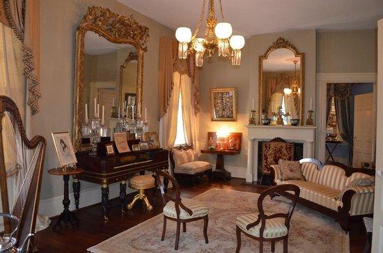 Historic Oak Hill Inn: Fabulous parlor