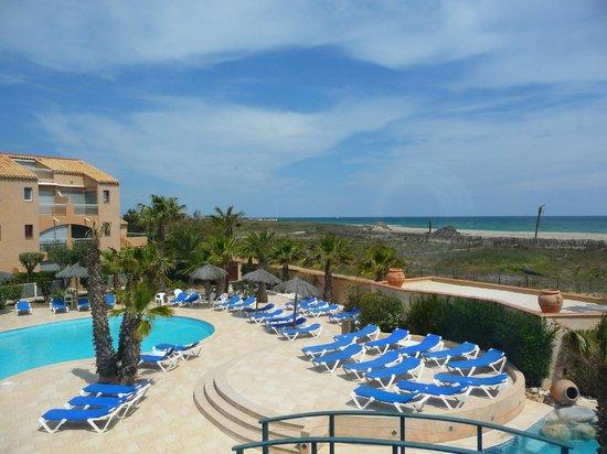 Hôtel La Lagune : Vue sur la piscine et la mer