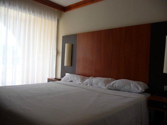 Hôtel La Lagune : Chambre, lit géant 200x200