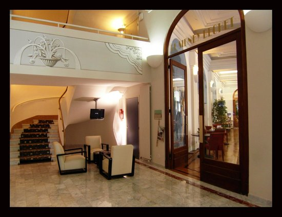 BEST WESTERN Le Grand Pavois: Hall