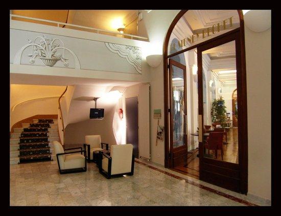 Hôtel Le Grand Pavois : Hall