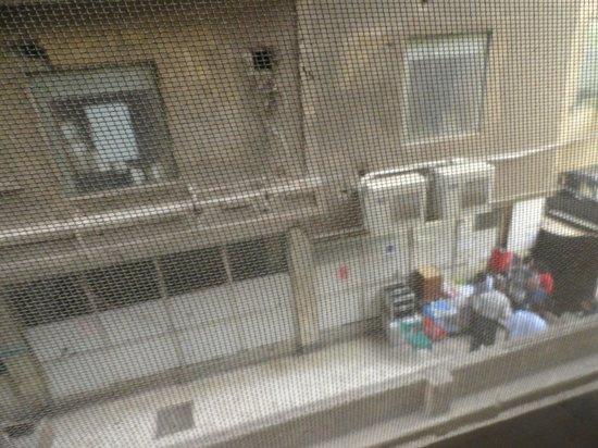 Havana Hotel : Vista hacia una especie de callejón lateral (había un señor que hacía negocios extraños ahí)