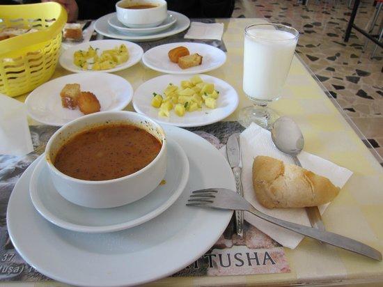 Baskent Demiralan Hotel : Baskent Restaurant・・・量の多いスープは美味しい