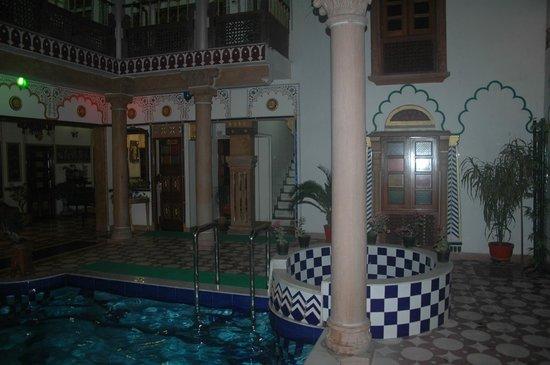 Hotel Vimal Heritage : Отель внутренний двор