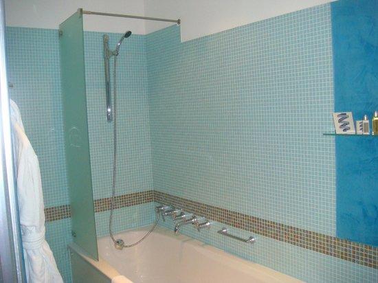 Smetana Hotel: Shower