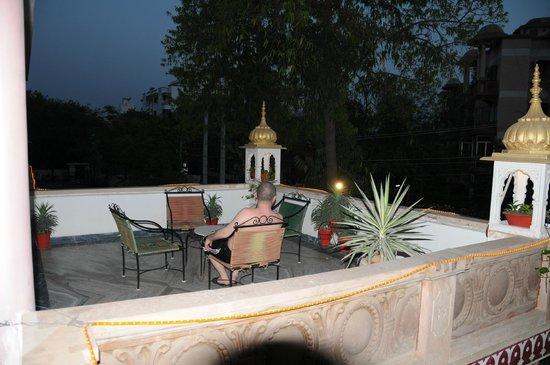 Hotel Vimal Heritage : Терраса на втором этаже