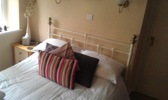 Pitcairn House: room 1
