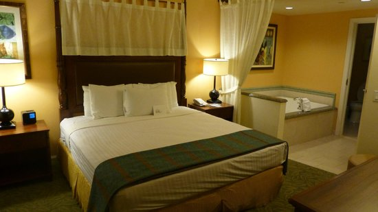 Grand Waikikian by Hilton Grand Vacations: Bedroom