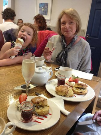 Dutsons: Afternoon tea