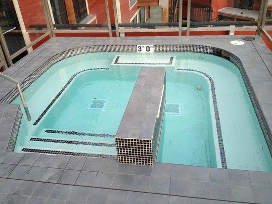 Main & SKY: Hot Tub off of the Sky Lounge