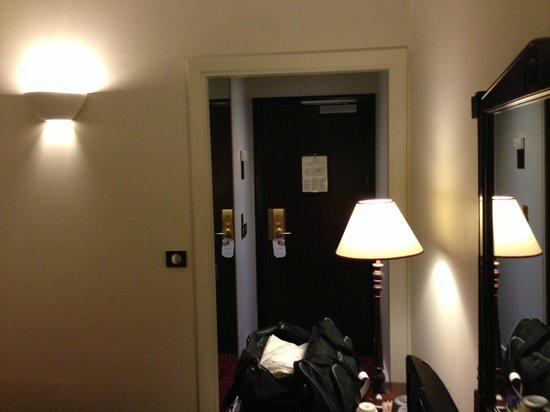 Hotel Royal Saint-Honore: room