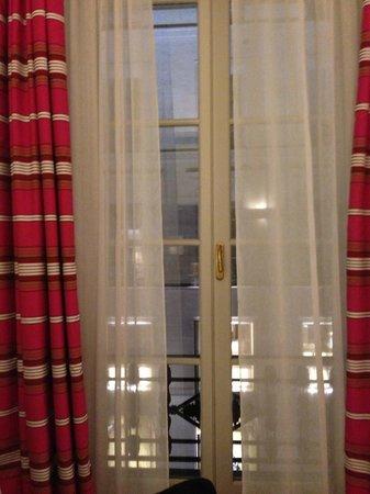 Hotel Royal Saint-Honore: room window - windows open