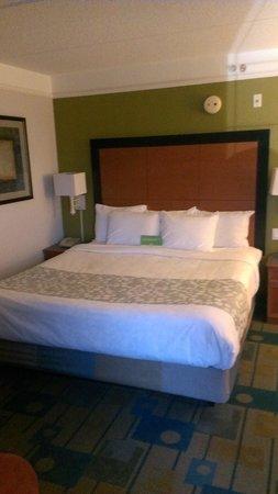 La Quinta Inn & Suites Panama City : King bed in Executive King Suite