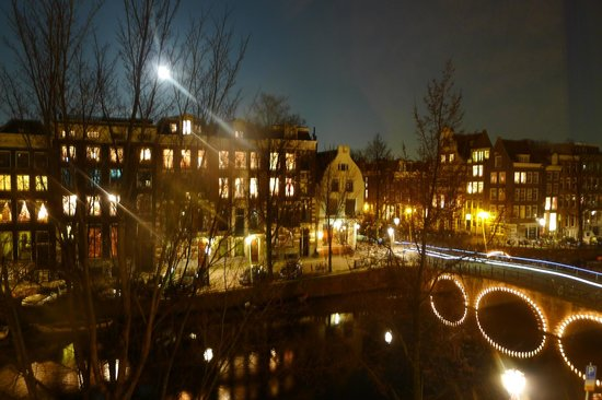 Hotel Sebastian's: Full Moon over Keizersgracht Canal.