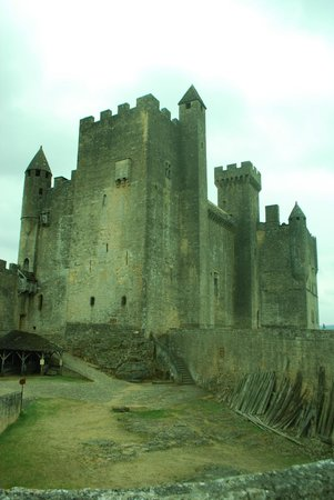Chateau de Beynac: inner courtyard