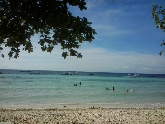 Bolod Beach Resort: Beach front