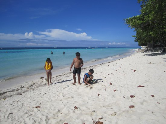 Bolod Beach Resort: White sand beaches