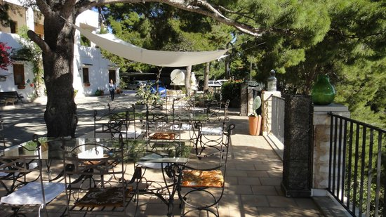 Residenza Collina Dei Pini: Hotel yard