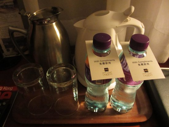 Metropark Hotel Kowloon: Free bottle distilled water