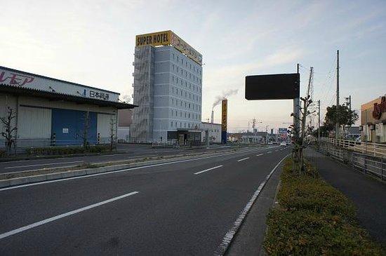 Super Hotel Shikokuchuo : 空が高い